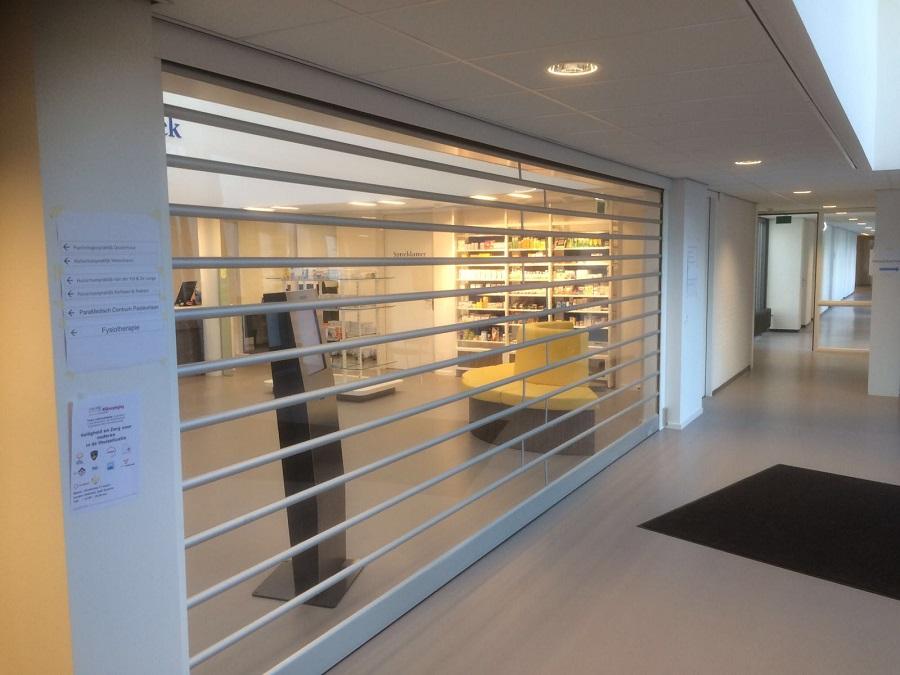 Transparante afsluiting Apotheek in het EZC te Oosterhout