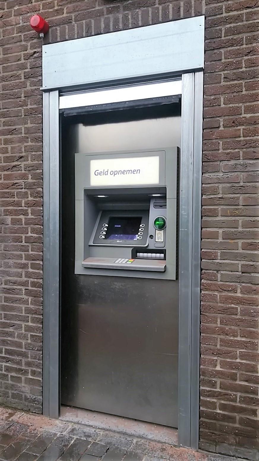 Geldautomaten afschermen met stalen beveiligingsrolluik