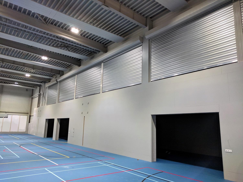 Sporthal Udens College met geluidwerende rolluiken